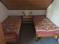 Velká ložnice - oddělená lůžka - chata k pronajmutí Dehtáře