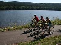 Jezerní cyklo a in-line stezka Lipno