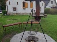 posezení u ohniště s grilem - chata k pronajmutí Horní Planá - Hůrka