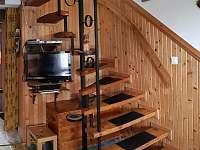 schody do podkroví - chata k pronajmutí Horní Planá - Hůrka