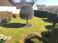 okrasná zahrada - chalupa k pronajmutí Kondrač
