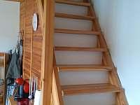 schody do patra - chata ubytování Louka