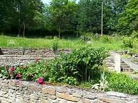 Chalupa u Potoka-kamené zídky