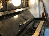 Barové piáno na které nikdy nehrál Elton John. - Stará Vožice