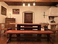 Jídelna s dubovým stolem pro 10 lidí - chalupa k pronajmutí Stará Vožice