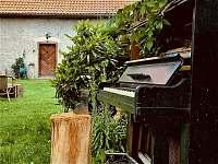 Na zahradě roste piáno. Dám vám klapku a můžete si zasadit vlastní. - Stará Vožice
