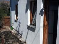 malá předzahrádka, vstup do obývacího pokoje - chalupa k pronájmu Staňkov (Chlum u Třeboně)