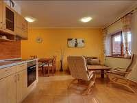 obývací pokoj a kuchyň Promenáda - apartmán ubytování Lipno nad Vltavou