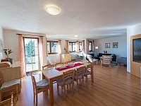 jídelna a obývací pokoj vila 219 - ubytování Lipno nad Vltavou