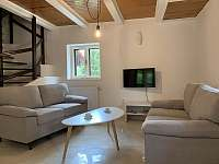 obývací místnost - chata k pronájmu Nahořany