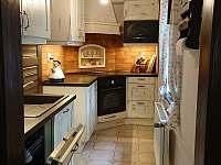 1. kuchyň - chalupa k pronájmu Třešně