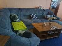 Obývací pokoj - rozkládací pohovka - chalupa k pronájmu Nítovice