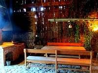 Posezení ve stodole s grilem