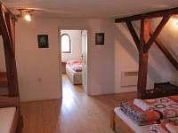 Průchozí ložnice s dvoulůžkem /+ 1 lůžko/ - druhá ložnice 2 až 3 lůžka
