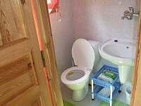 koupelna s WC a sprchovým koutem