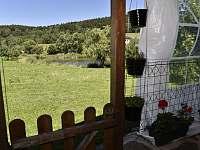 rybník a zahrada - apartmán k pronajmutí Kájov