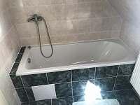 Chalupa Anna- apartmán 3, koupelna s vanou - k pronajmutí Loučovice