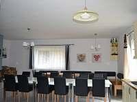 Společenská místnost - jídelna, kuchyň - pronájem chalupy Čimelice