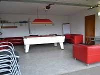 Společenská místnost - kulečník, pípa, šipky... - chalupa ubytování Čimelice
