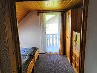 2. pokoj v patře- samostatná místnost se dvěma lůžky jako manželská postel - pronájem chaty Lipno nad Vltavou - Slupečná