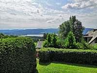 Výhled z přední terasy - pronájem chaty Lipno nad Vltavou - Slupečná