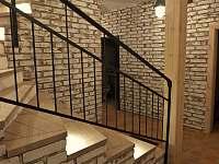schodiště - chalupa k pronajmutí Velké Nepodřice