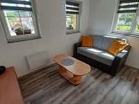 Jídelní kout s obývacím pokojem - chata k pronájmu Vitějovice