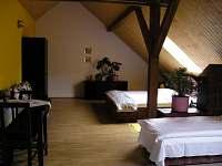 žlutý pokoj 4-5 lůžkový - ubytování Lažany