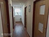 Chodba v apartmánu - k pronájmu Černá v Pošumaví
