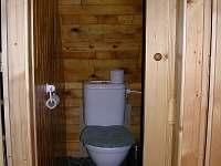 Druhe WC v patře - pronájem chaty Malý Ratmírov