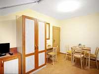 Interiér pokojů a apartmánů.