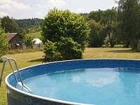 bazén na zahradě - apartmán k pronajmutí Číměř