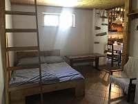 Místnost s podkrovním spaním - pronájem chalupy Jarotice