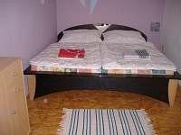ložnice - chalupa k pronájmu Číměř