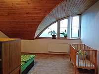 ložnice v podkroví s postýlkou - Lipno nad Vltavou - Slupečná