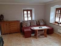Obývací pokoj v patře - pronájem apartmánu Blažejov