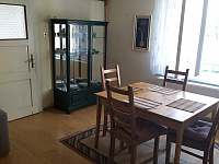 Společenská místnost - vila k pronájmu Horosedly