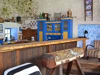 Bar v letní kuchyni.