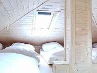 podkroví s 8 matracemi pro mladistvé - chata k pronájmu Landštejn