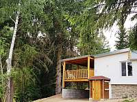 pohled na vstup do wellness prostorů se saunou a garáž - chata ubytování Landštejn