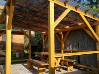 Pergola - posezení se zahradním krbem - chata k pronajmutí Frahelž - Lomnice nad Lužnicí