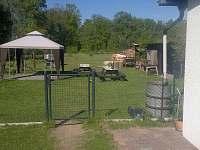 posezení venku na zahradě, možnost grilování a sportovních aktivit
