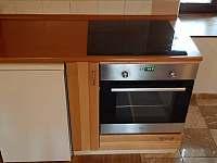 kuchyň - chalupa k pronajmutí Malčice