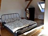postel podkroví