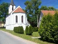 kostelík vedle chalupy