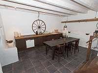 Panský apartmán - 8 osob, vlastní vybavená kuchyně,koupelna, litinová kamna, - Chmelná 3