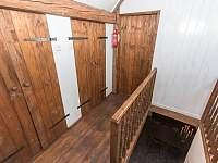 Panský apartmán - 8 osob, vlastní vybavená kuchyně,koupelna, litinová kamna - chalupa k pronájmu Chmelná 3