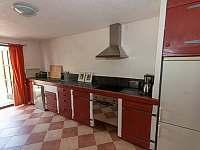 Selský apartmán - 8 osob - vlastní vybavená kuchyně, koupelna a litinová kamna - pronájem chalupy Chmelná 3