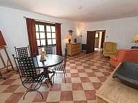 Selský apartmán - 8 osob - vlastní vybavená kuchyně, koupelna a litinová kamna - Chmelná 3