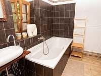 koupelna přízemí - pronájem roubenky Římov - Dolní Stropnice